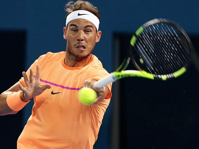 Rafael Nadal ni se esfuerza en el Abierto de Brisbane (AP)