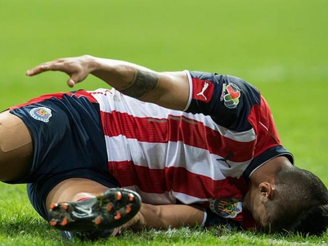Alan Pulido fue al césped y consumió algunos minutos del encuentro para reponerse (Mexsport)