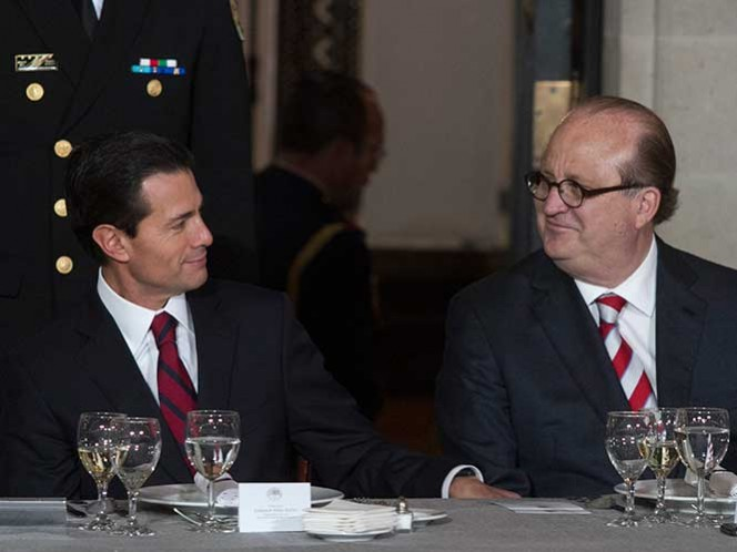 El gobernador de Morelos y presidente de la Conferencia Nacional de Gobernadores, dice que, 'personalmente', no lo considera idóneo: 'es un tirano, populista e irresponsable'