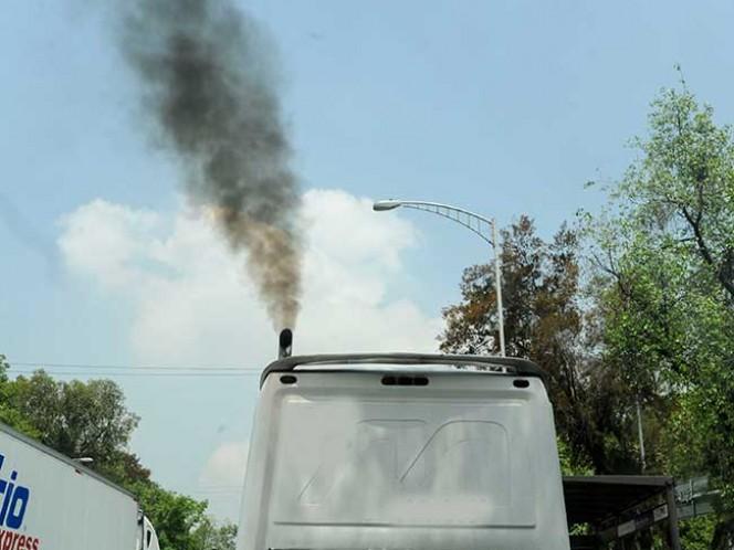 El Gobierno local pedirá información de cuántos camiones de carga han dejado de circulación por no cumplir con las nuevas normas ambientales. Foto Cuartoscuro