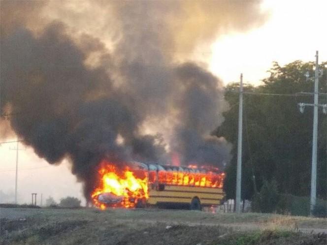 Reportan enfrentamientos en Sinaloa; queman camión