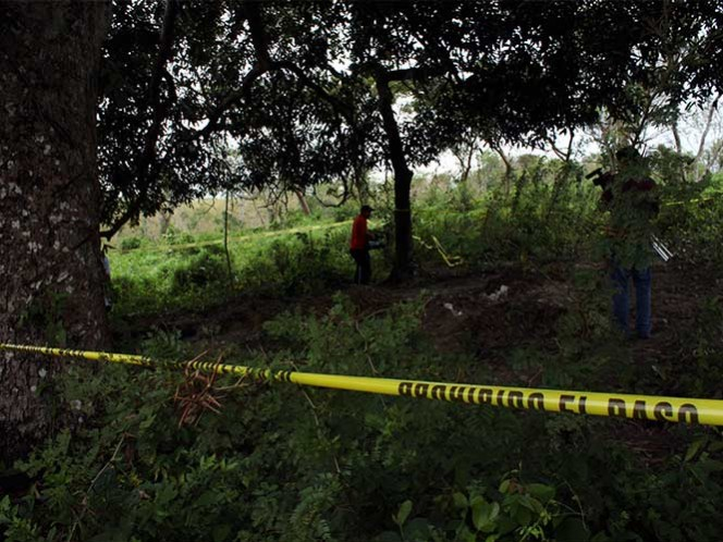 Encuentran una fosa clandestina en Michoacán con tres cuerpos
