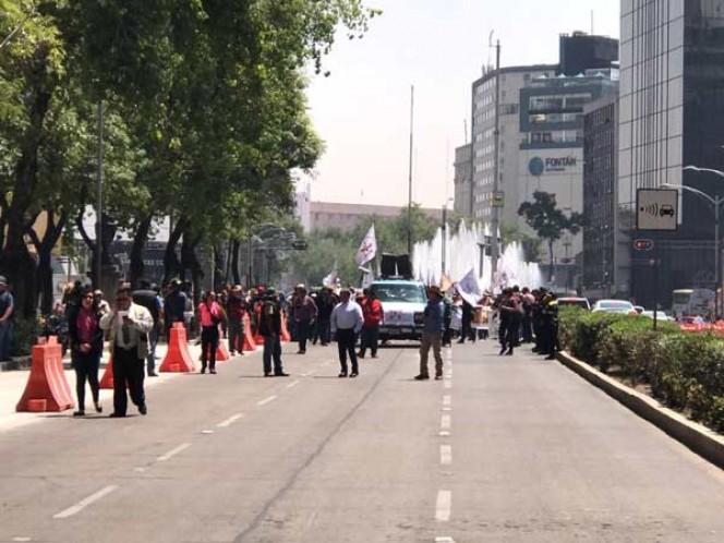 Padres de normalistas desaparecidos marchan en CDMX