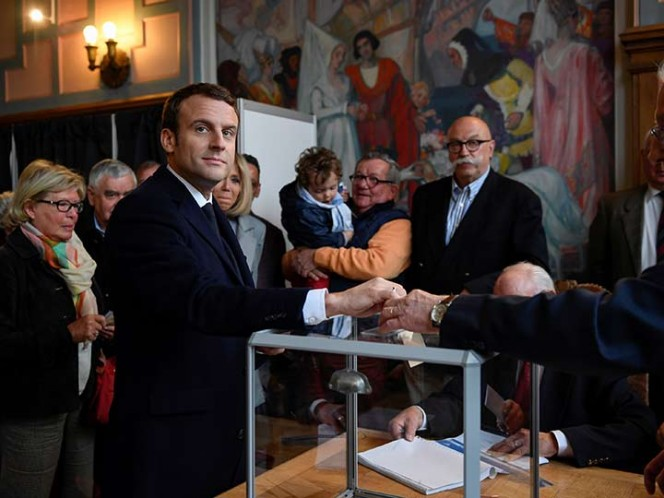 Francia: ganó Macron y va a segunda vuelta con Le Pen