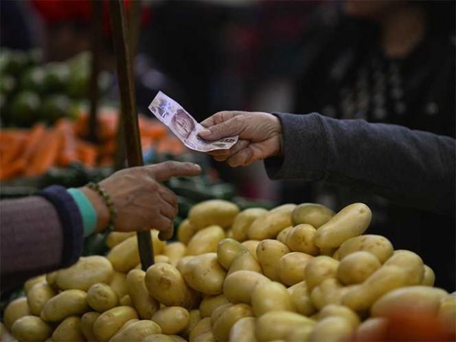 Pide Miguel Ángel Mancera aumentar 12 pesos al salario mínimo