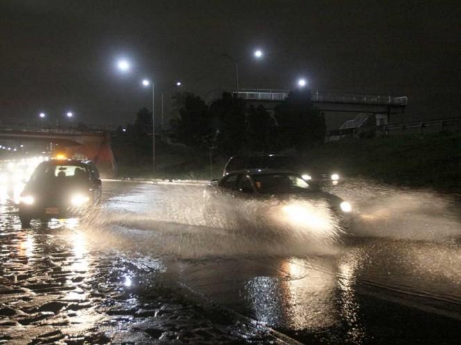 Fuerte lluvia en Nuevo León.