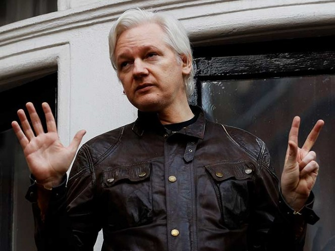 Ecuador pedirá a Theresa May un salvoconducto para Julian Assange