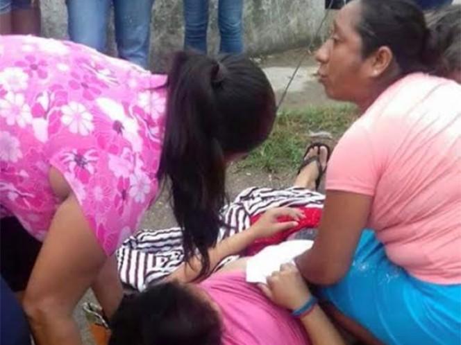 Mientras doctores toman café una mujer da a luz en la calle