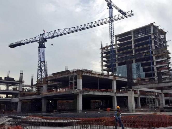 Acusan vecinos deforestación por construcción de centro comercial en Periférico Sur