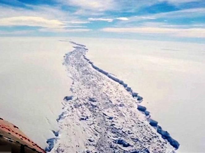 """Cerca de desprenderse el iceberg más grande de la historia Leer más """""""