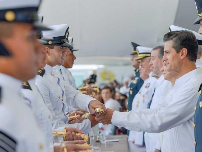 Encabeza Peña Nieto ceremonia del Día de la Marina en LC