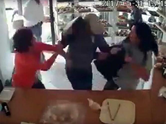 Mujer se defiende con 'bolsazo' de asalto