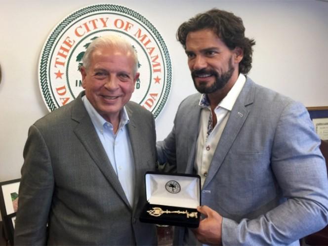Cristian de la Fuente recibe las llaves de la ciudad de Miami