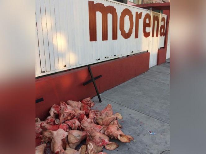 Dejan cabezas de marranos en oficina de Morena, en Tlalnepantla