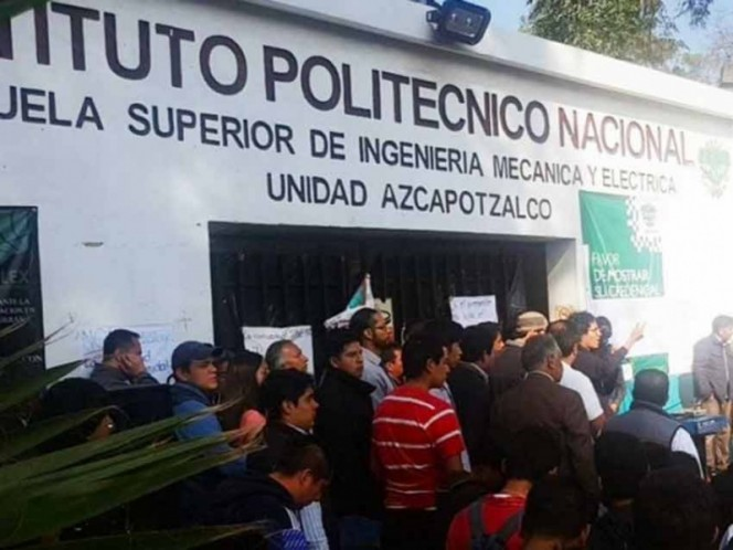 Marchan politécnicos de la ESIME; exigen destitución de director