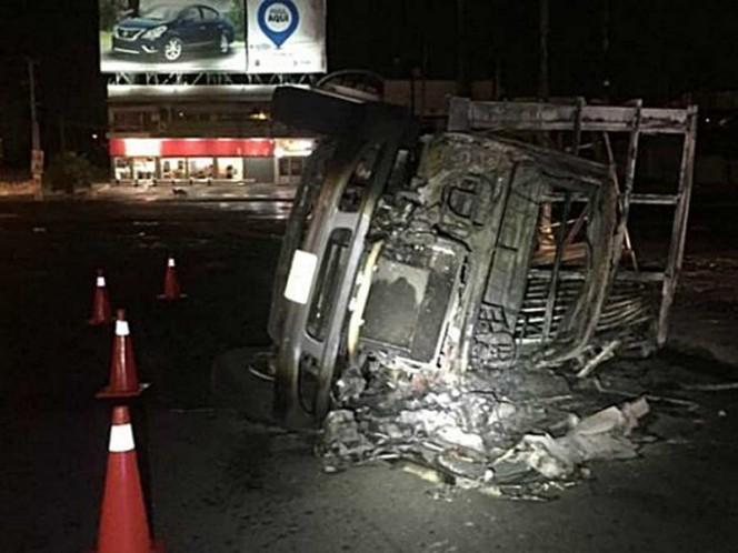 Se incendia camión con combustible y deja dos heridos