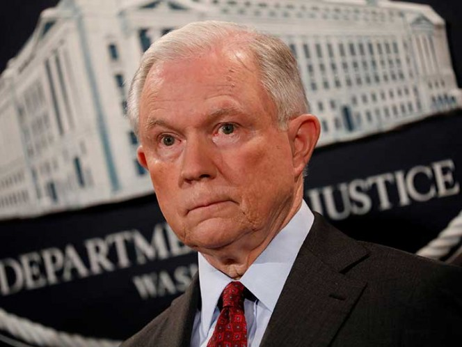 Donald Trump arremete contra Jeff Sessions