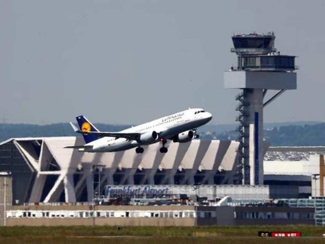 ¡Increíble! Una mujer tuvo a su hijo en un vuelo Bogotá - Frankfurt