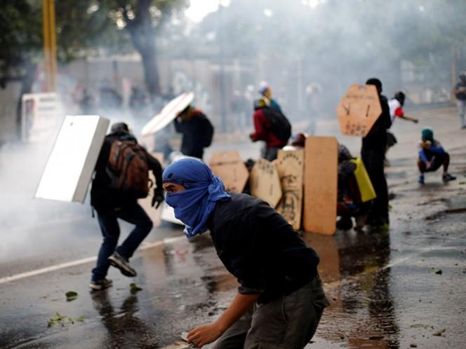 Pide SRE evitar viajes a Venezuela