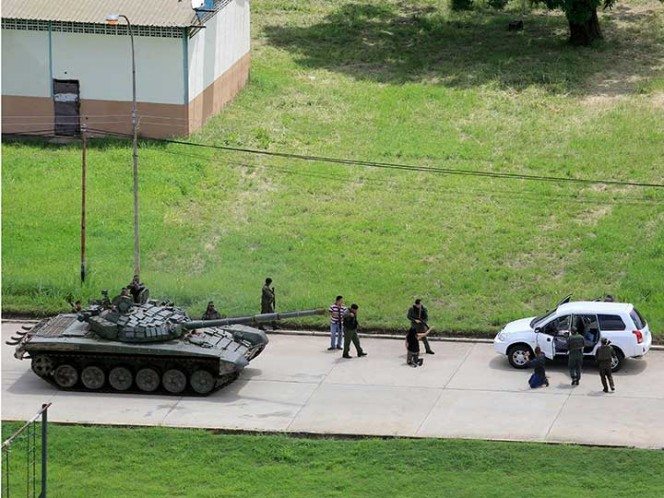Activa Venezuela búsqueda de atacantes de fuerte militar