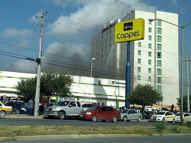 Registran incendio en Coppel de plaza Periférico