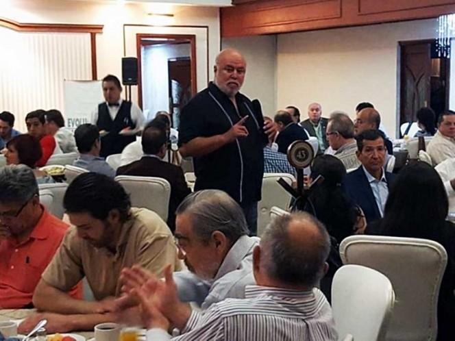 Manuel Clouthier, ayer, en conferencia en Monterrey, NL.