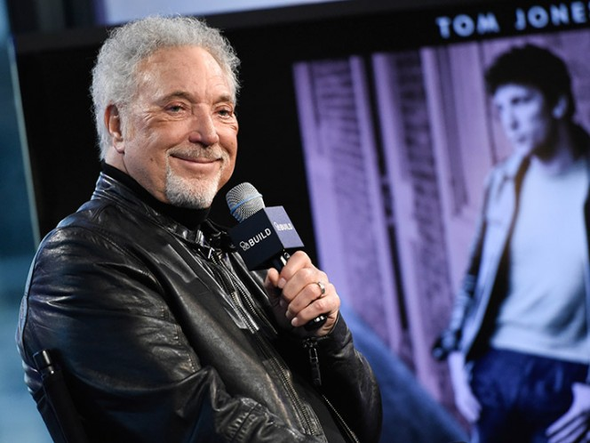 Tom Jones suspende gira por problemas de salud