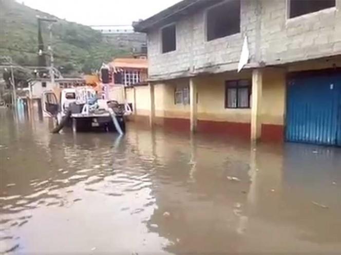 Muere hombre al ser arrastrado por la corriente en Tlalnepantla