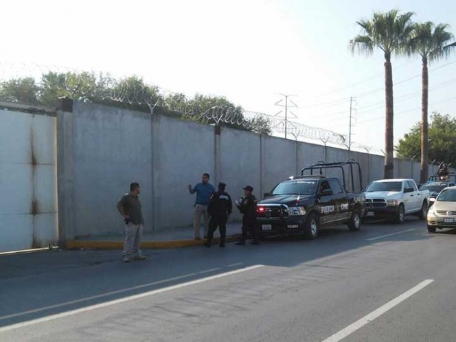 Lanzan paquetes con droga y celulares a tutelar en Nuevo León