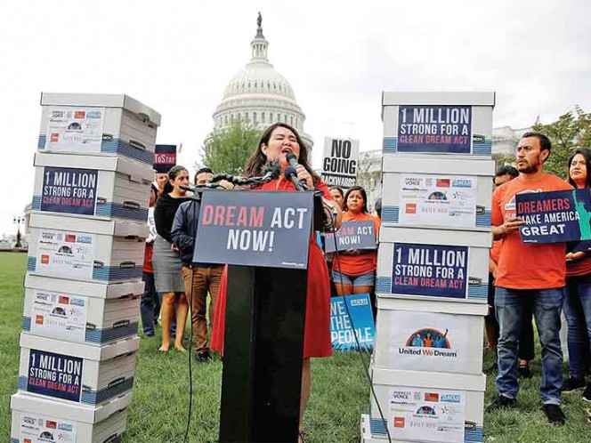 California destina 30 mdd para ayudar a 'dreamers' beneficiados por DACA