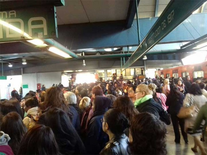 Se registran retrasos en Metro Constitución de 1917