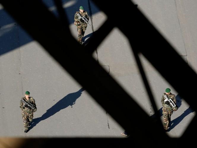 Detienen a hombre en París que intentó apuñalar a un militar