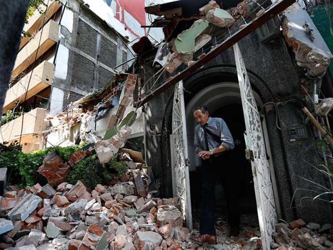 Reportan rescate de 24 personas de edificio derrumbado en Álvaro Obregón