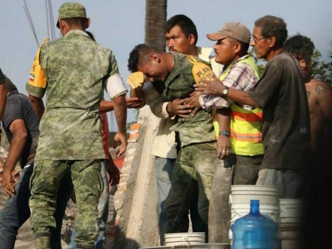 Soldado rompió en llanto al no poder salvar a madre e hija