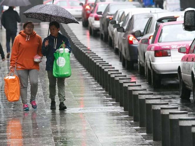 Onda tropical y frente frío dejarán lluvias en todo el país
