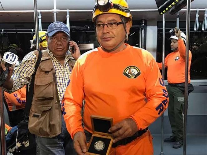 Los brigadistas salvadoreños fueron despedidos con una ceremonia en el hangar de la Policía Federal. Foto: Carlos Arteaga