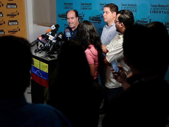La oposición venezolana espera gestos del Gobierno para continuar con diálogo