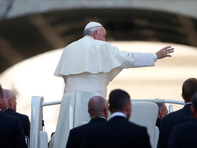Papa dialoga sobre temas filosóficos con astronautas en el espacio