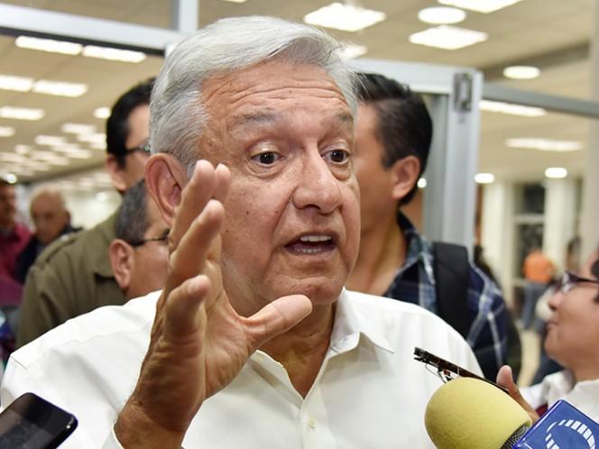 Pide AMLO a Ricardo Monreal no abandonar las filas de Morena
