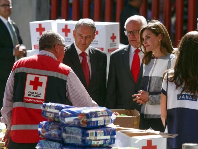 Visita la reina Letizia de España la Cruz Roja Mexicana