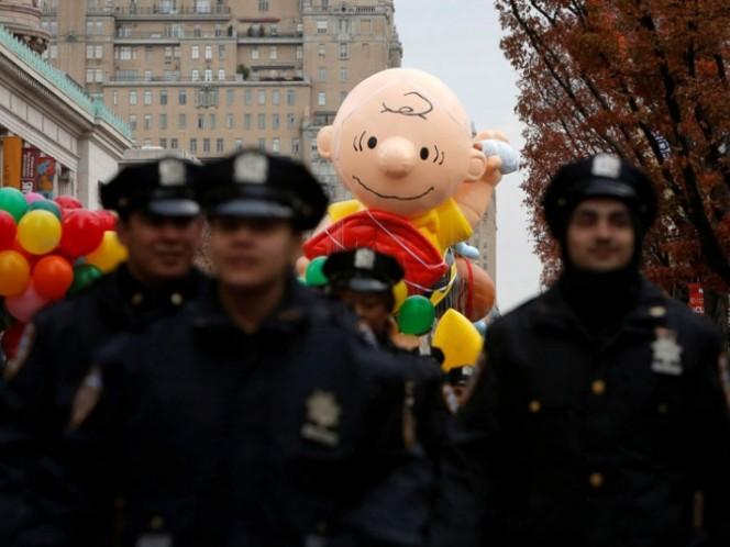 Migrantes interrumpen gran desfile de Acción de Gracias en Nueva York