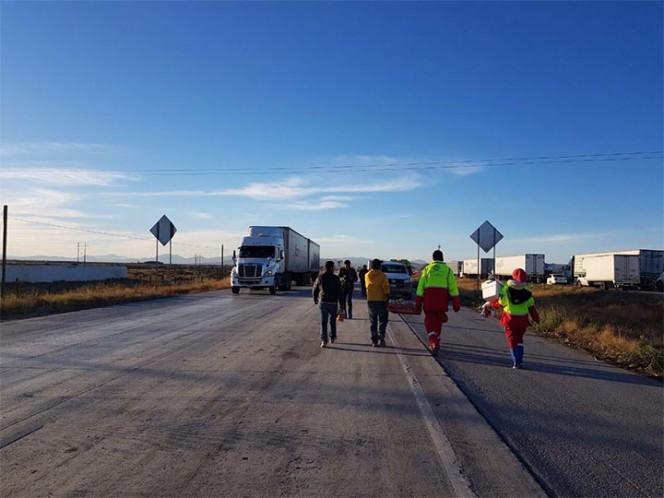 Más de 2 mil trailers varados en la Carretera 57 en Arteaga