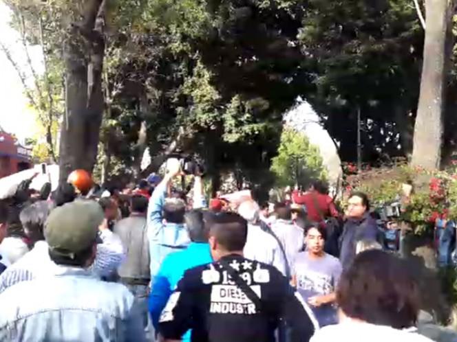 Se enfrentan militantes de Morena con trabajadores de Coyoacán