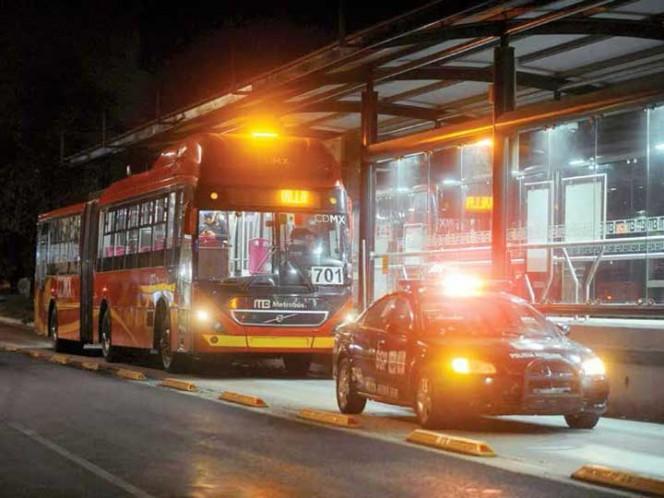Difunden imágenes de presuntos asaltantes de Metrobús