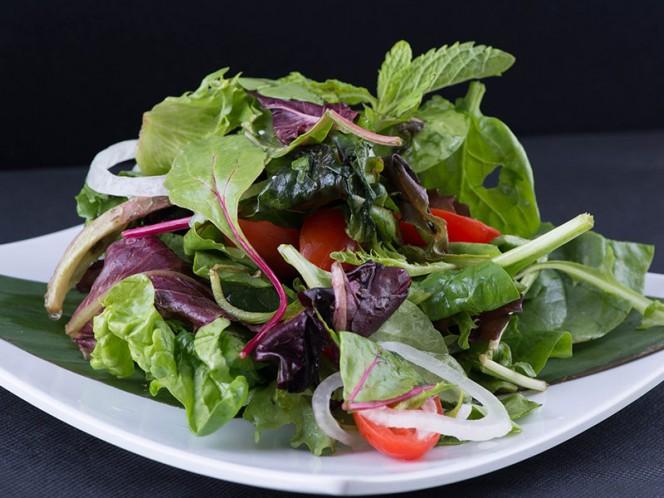 Comer vegetales de hoja verde a diario ayuda a proteger el cerebro