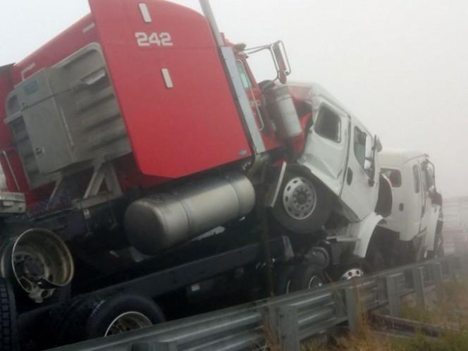 Mueren dos personas por carambola en la carretera Monterrey-Saltillo