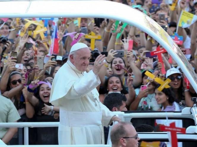 Beto Cuevas agradece al Papa por citar su canción