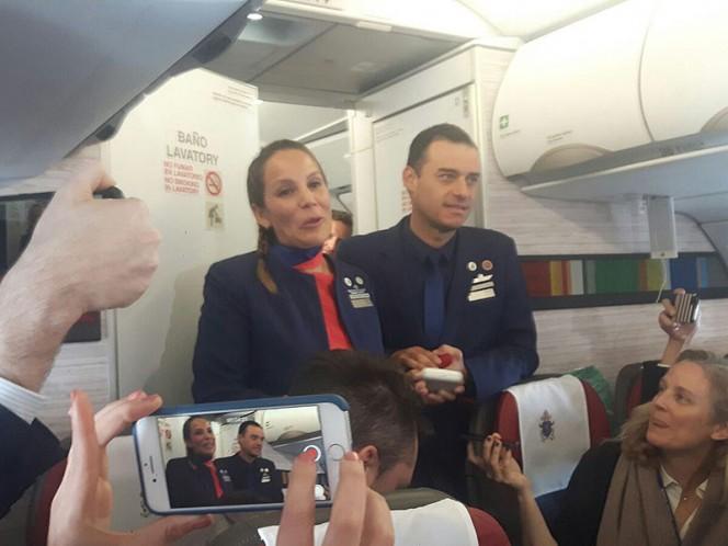 El Papa casa a dos miembros de la tripulación en vuelo a Iquique