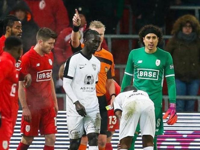 El guardameta mexicano llega a mil 890 minutos en la Liga de Bélgica (Fotos: @StandardLiejaES)