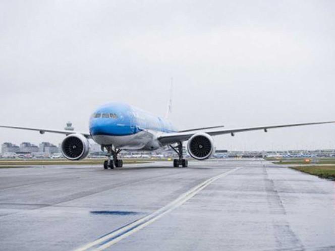 Declaran estado de emergencia en vuelo Ámsterdam-México por impacto de ave